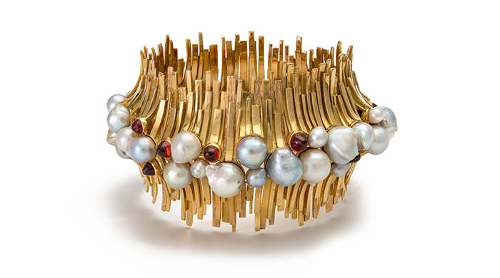 Armschmuck aus Gold, Perlen, Granaten von David Thomas, England, 1965, Courtesy of the Cincinnati Art Museum, Sammlung Kimberly Klosterman, Foto: Tony Walsh